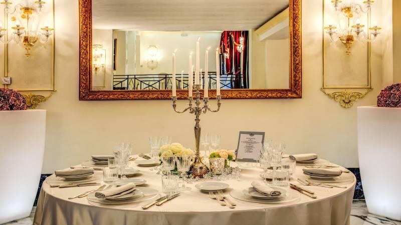tavolo-candels-domiziana-swimming-pool-indoor