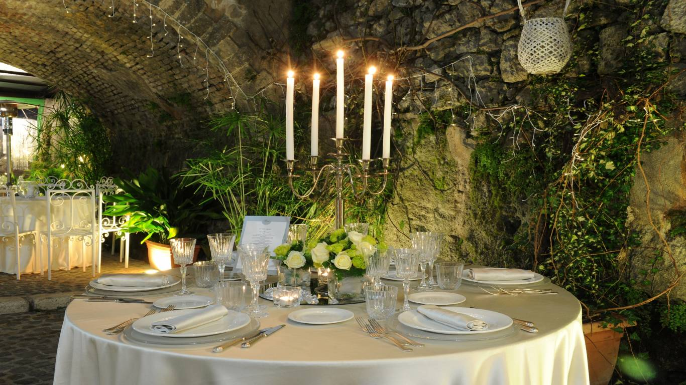 table-internal-winter-garden