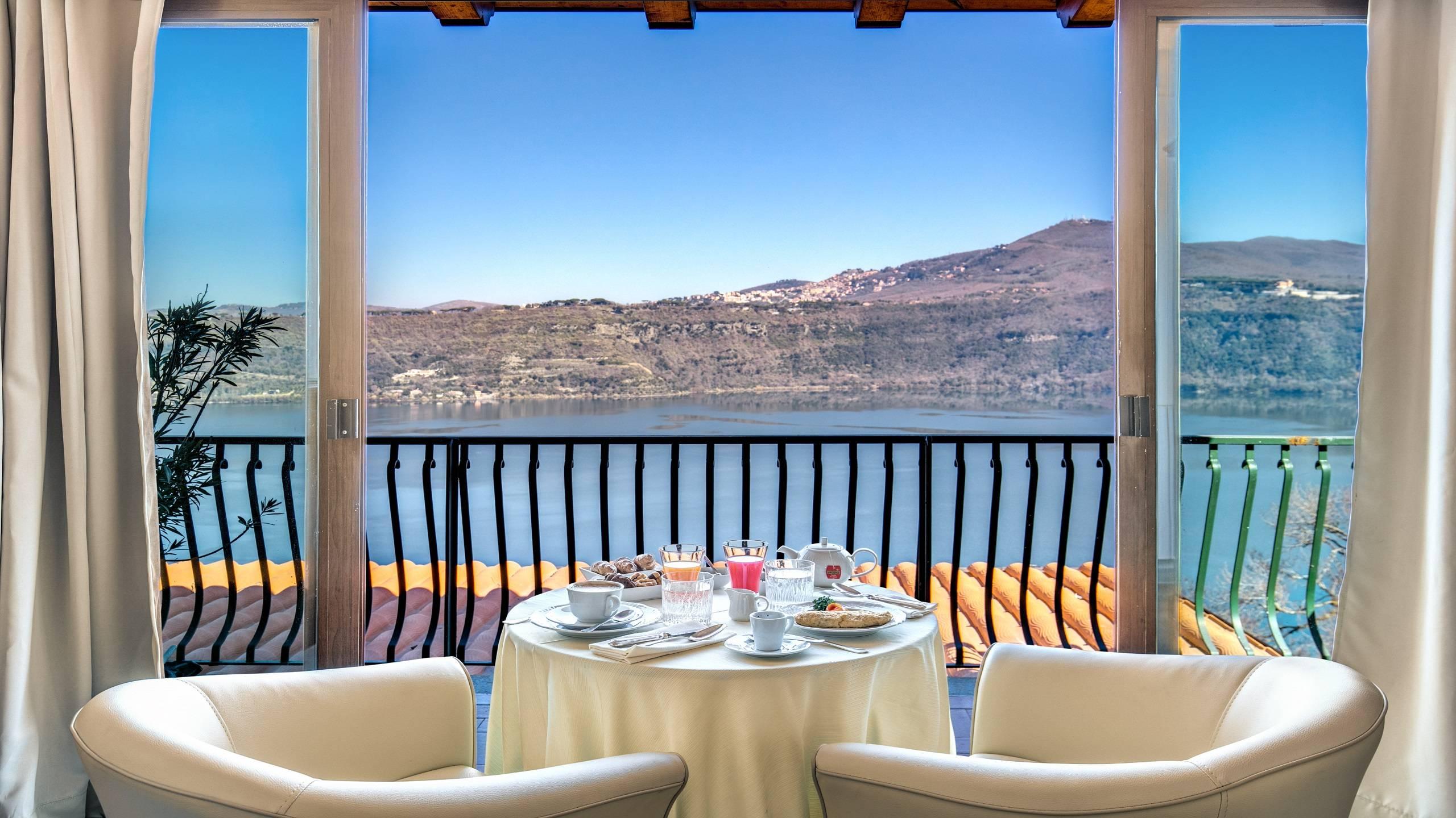 Hotel-Castel-Vecchio-Veranda-Lake