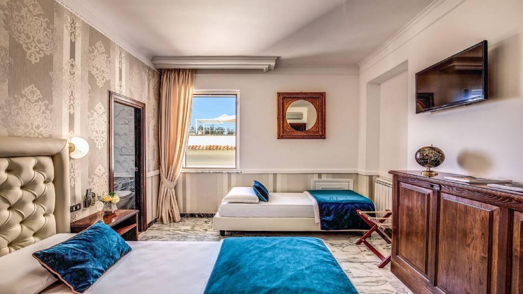 Hotel-Castel-Vecchio-Foto-Letto-Camera-Tripla-Non-Vista-Lago