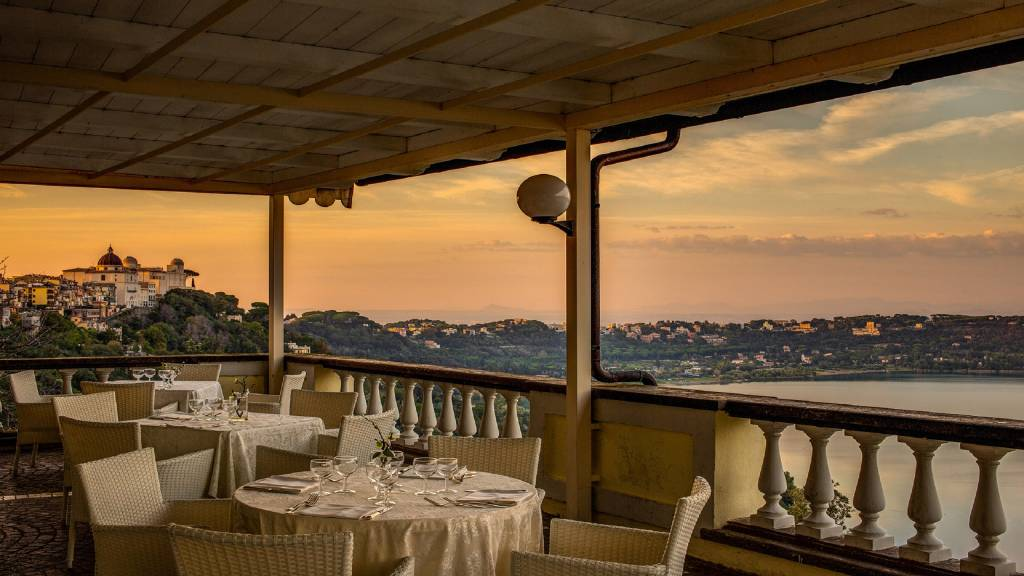 Hotel-Castel-Vecchio-Photo-Terrace-Sunset-Lake-Albano