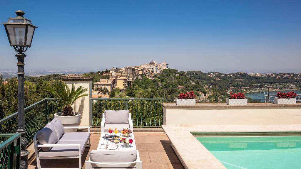 Hotel-Castel-Vecchio-Lago-Albano-Roof-garden-8
