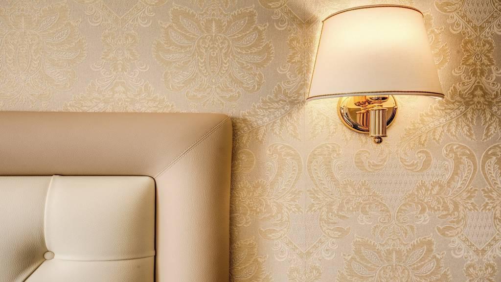 Hotel-Castel-Vecchio-Wall-Paper-Bed-Lamp