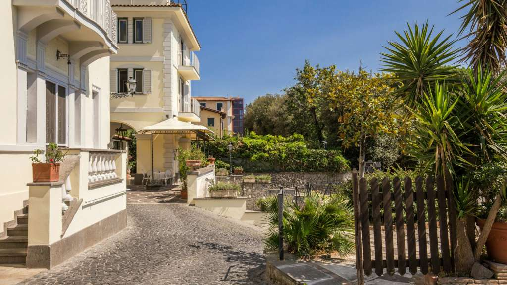 Hotel-Castelvecchio-Castel-Gandolfo-esterni-07