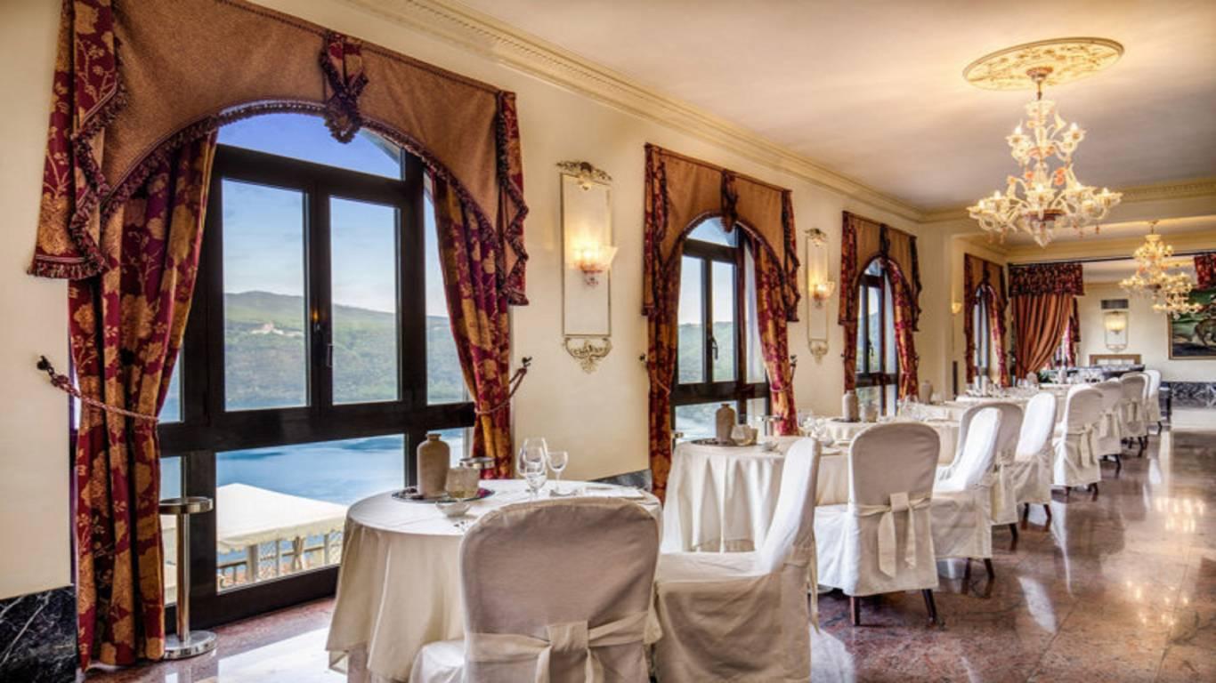 Hotel-Castel-Vecchio-Ristorante-Bellavista-Tavoli