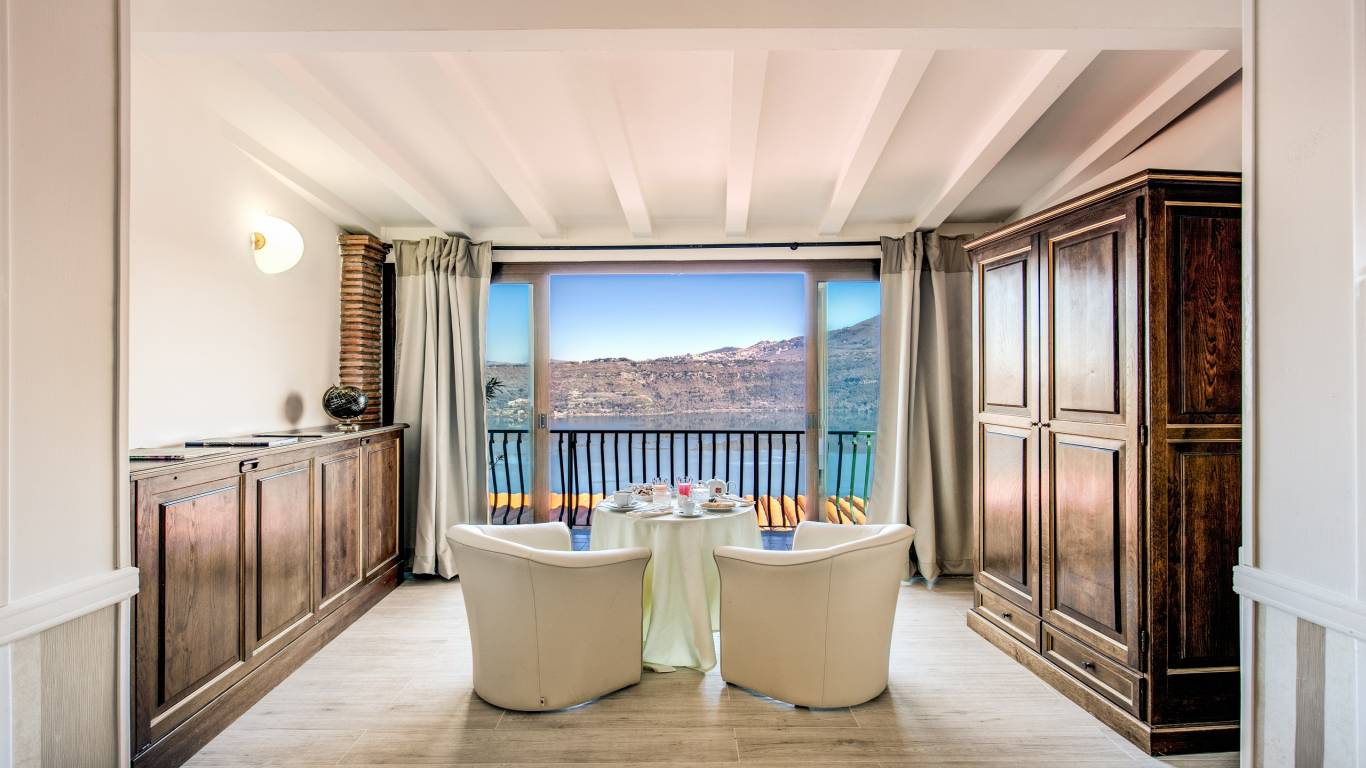 Hotel-Castel-Vecchio-Lake-Albano-Lake-of-Castel-Gandolfo-Camera-Veranda-Lago4