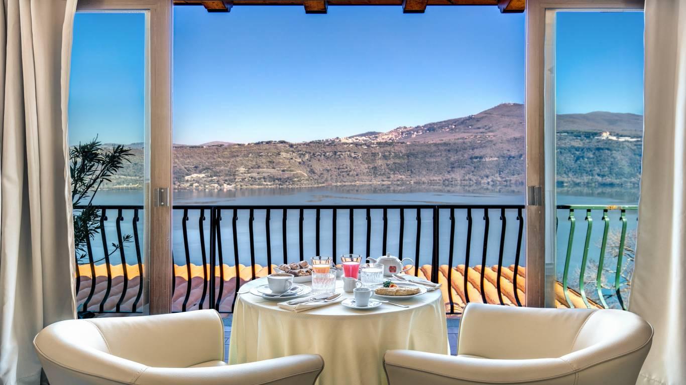 Hotel-Castel-Vecchio-Lake-Albano-Lake-of-Castel-Gandolfo-Camera-Veranda-Lago5