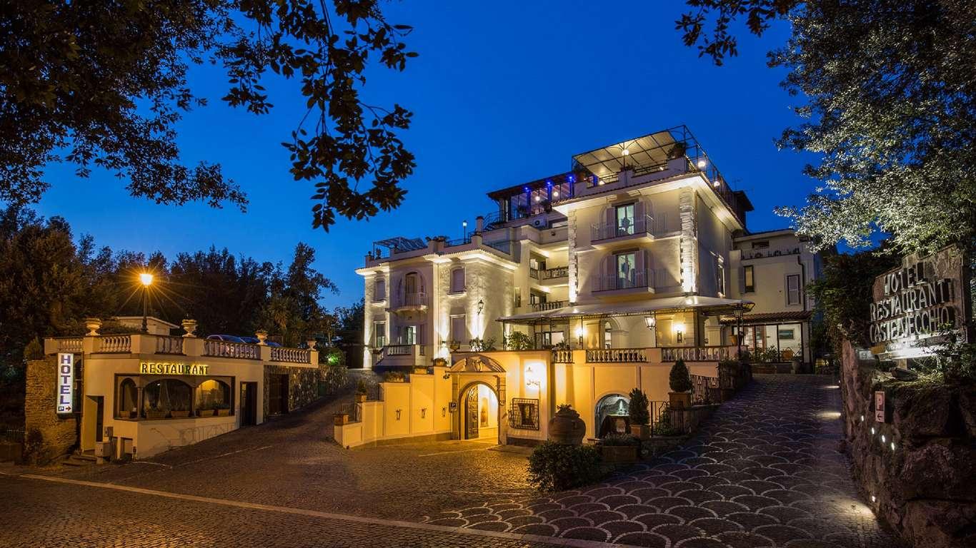 Hotel-Castel-Vecchio-Castel-Gandolfo-External-night