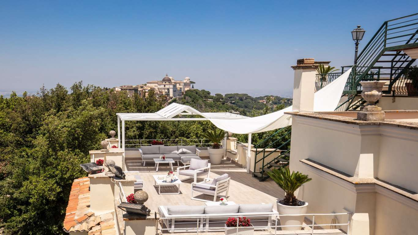 Hotel-Castel-Vecchio-Lago-Albano-Roof-garden-10