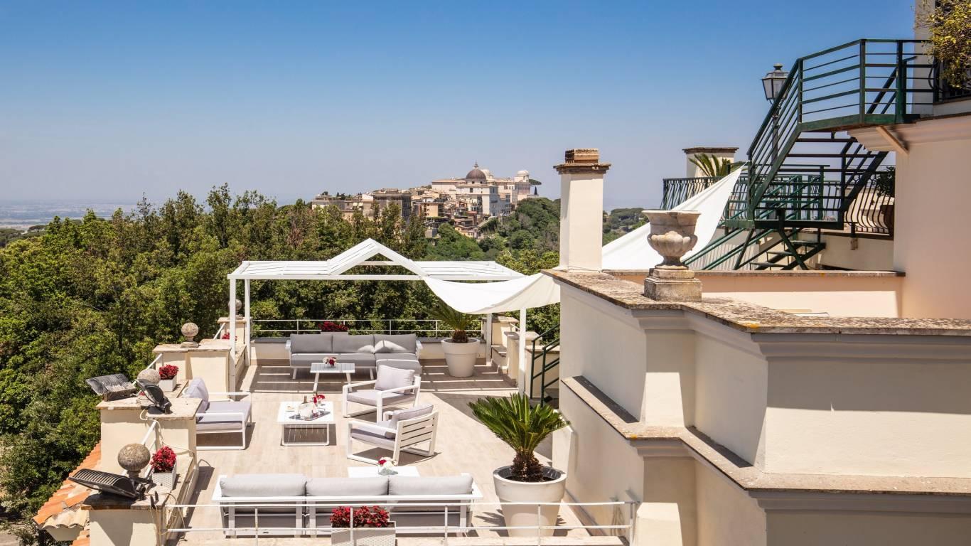 Hotel-Castel-Vecchio-Lago-Albano-Roof-garden-11