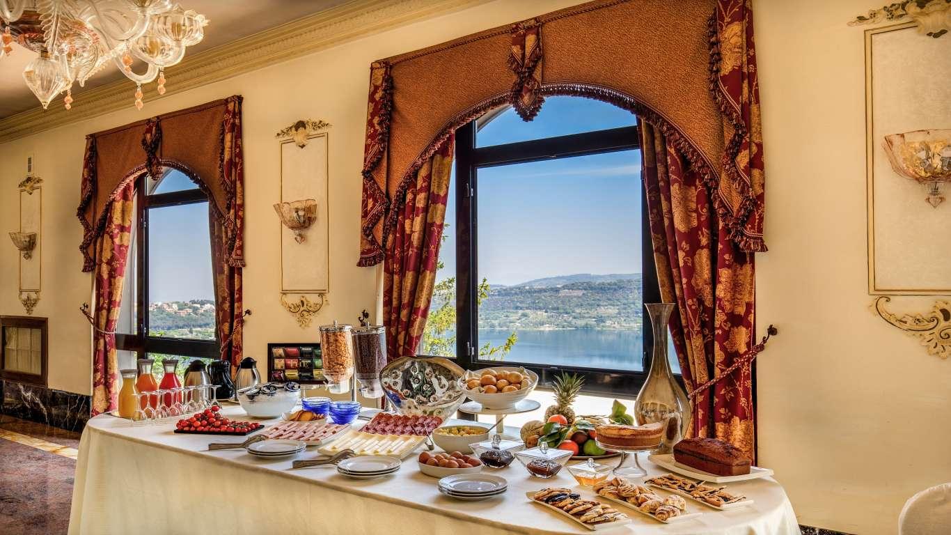 Hotel-Castel-Vecchio-Sala-Bellavista-Tavolo-Buffet-Prima-Colazione-Lago-Albano