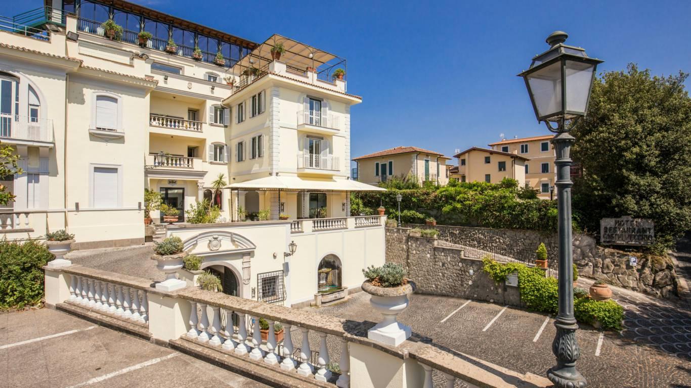 Hotel-Castelvecchio-Castel-Gandolfo-esterni-04