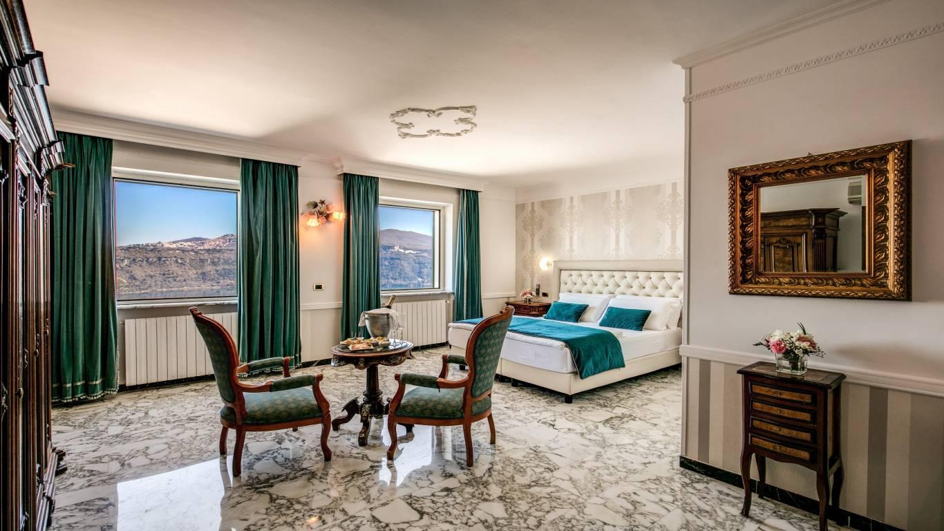Hotel-Castel-Vecchio-Lake-Albano-Lake-of-Castel-Gandolfo-Junior-Suite-Lago1
