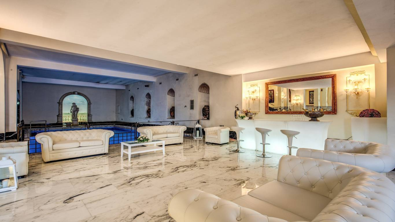 Sala-Domiziana-Event-sofa-swimming-pool-indoor