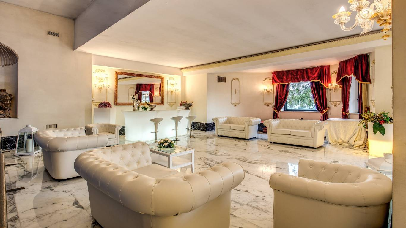 Sala-Domiziana-Evento-Sofa-white-marble