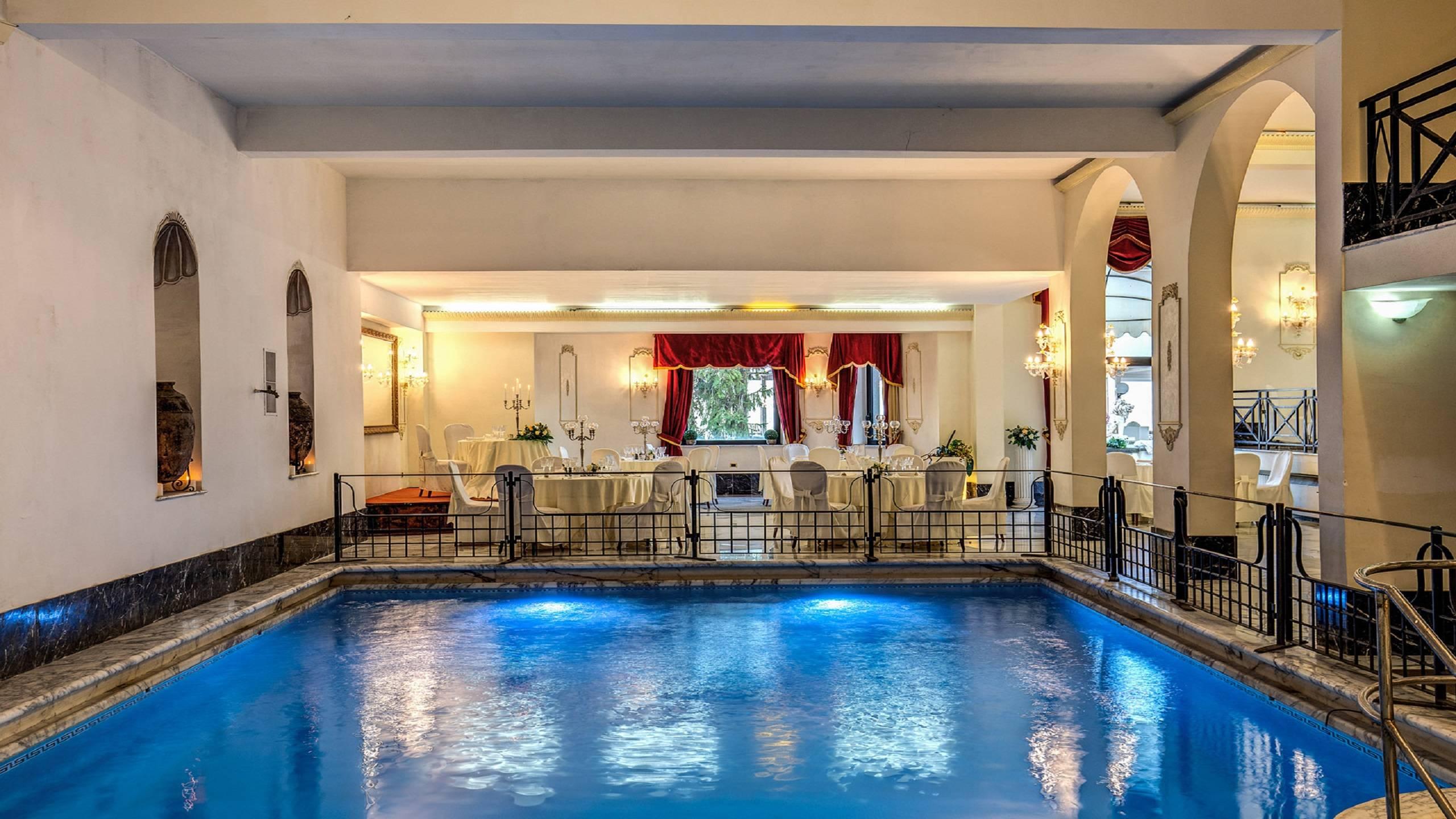 Hotel-Castel-Vecchio-Piscina-Interna-Sala-Domiziana