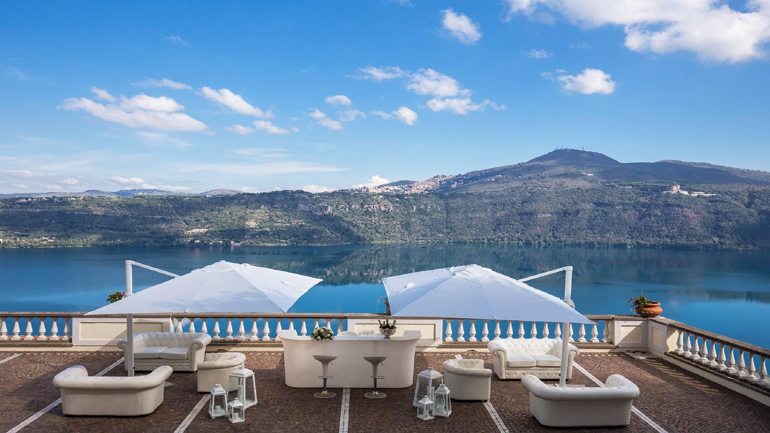 Hotel-Castel-Vecchio-Terrace-Lake-Gazebo