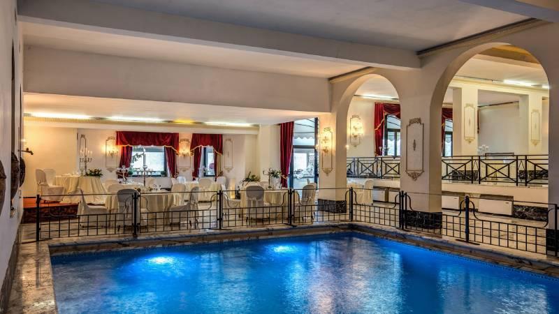 Hotel-Castel-Vecchio-Internal-Swimming-Pool-Sala-Domiziana-Table-WeddingHotel-Castel-Vecchio-Foto-Terrazza-Tramonto-Lago-Albano