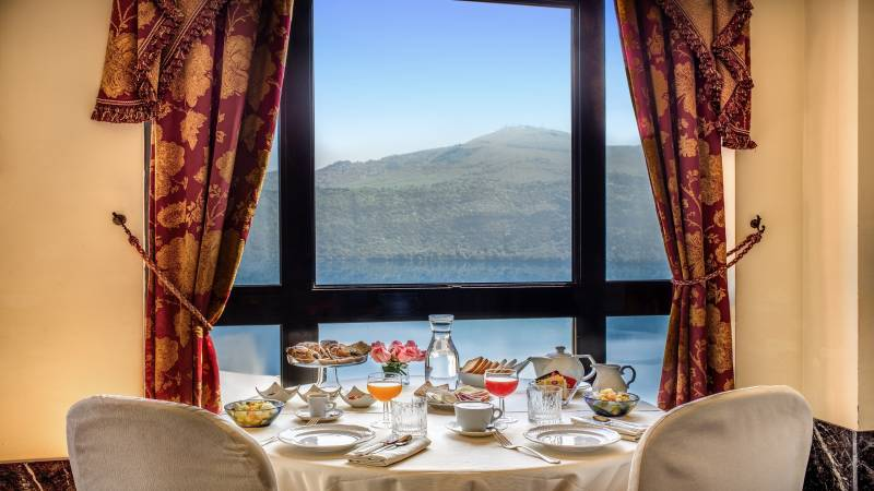 Hotel-Castel-Vecchio-Sala-Bellavista-Table-for-Breakfast-Lake-Albano