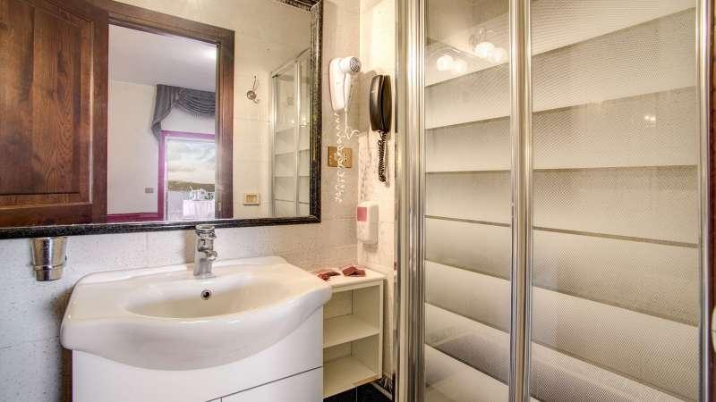 Hotel-Castelvecchio-Castel-Gandolfo-comfort-room-02