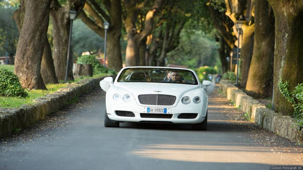car-white-wedding-villa-del-cardinale
