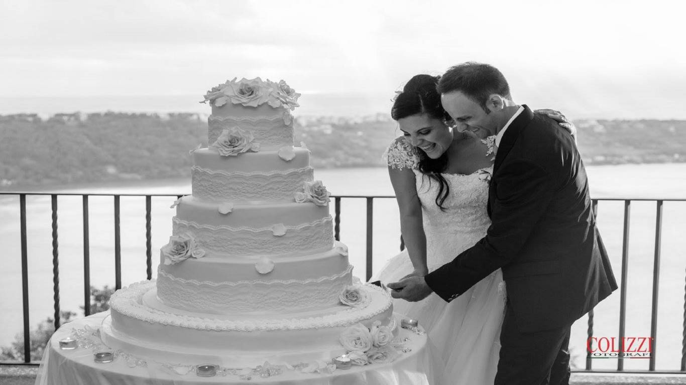 Picture-Wedding-Contest-Facebook-Cake-Lake-Albano-Villa-del-Cardinale