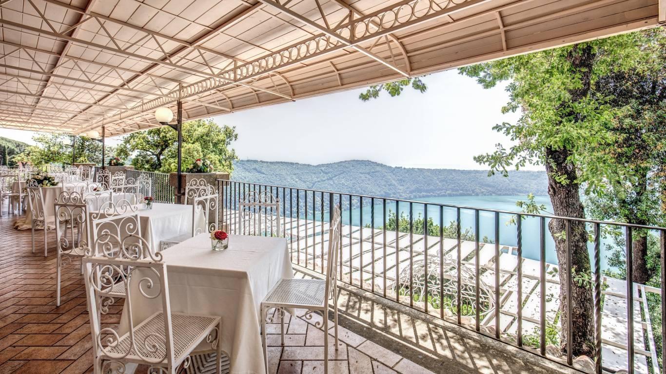 Villa-Del-Cardinale-Lago-Punta-San-Michele-Albano-Meeting-3