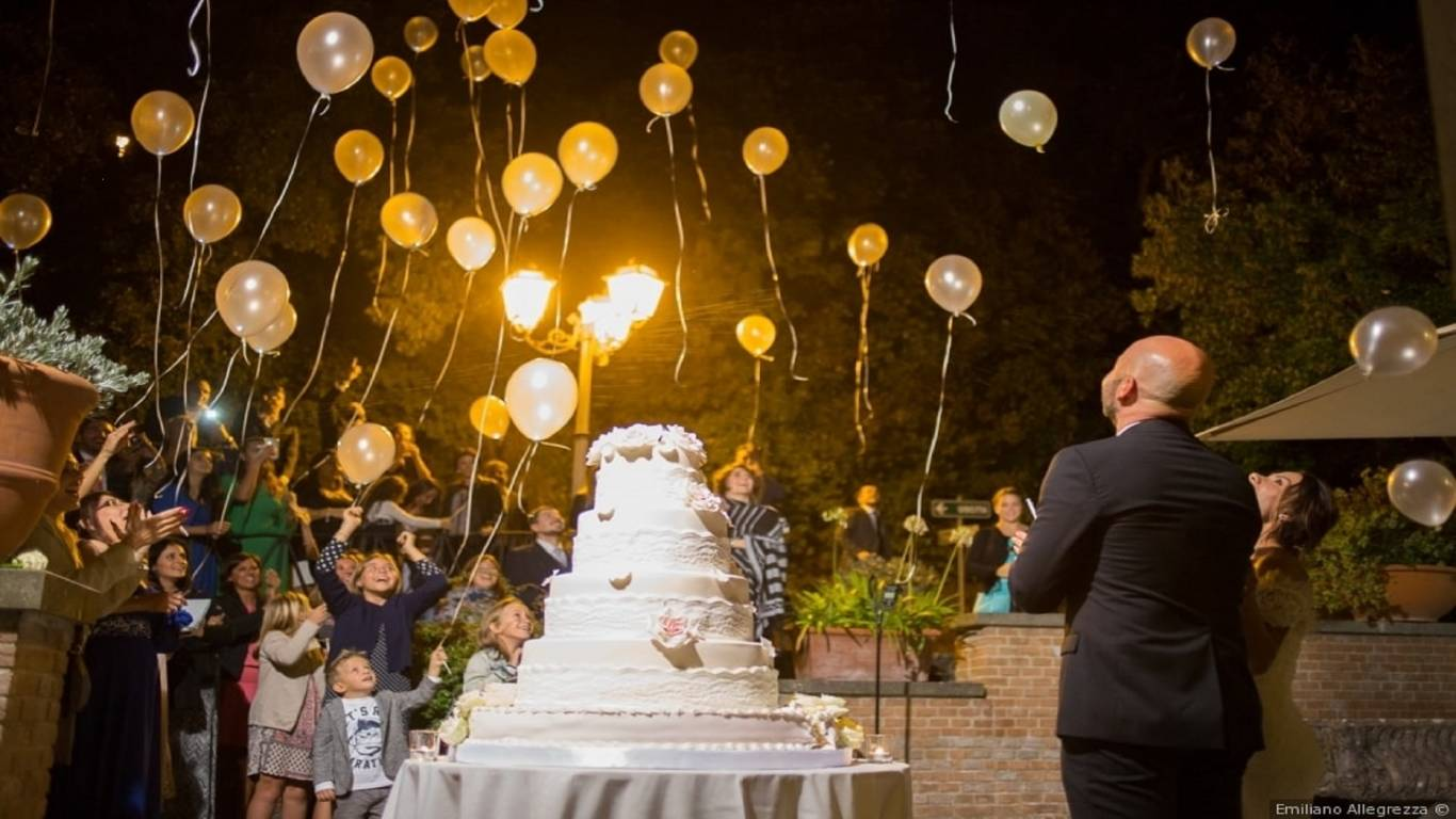 wedding-evening-cake-baloons-party-villa-del-cardinale